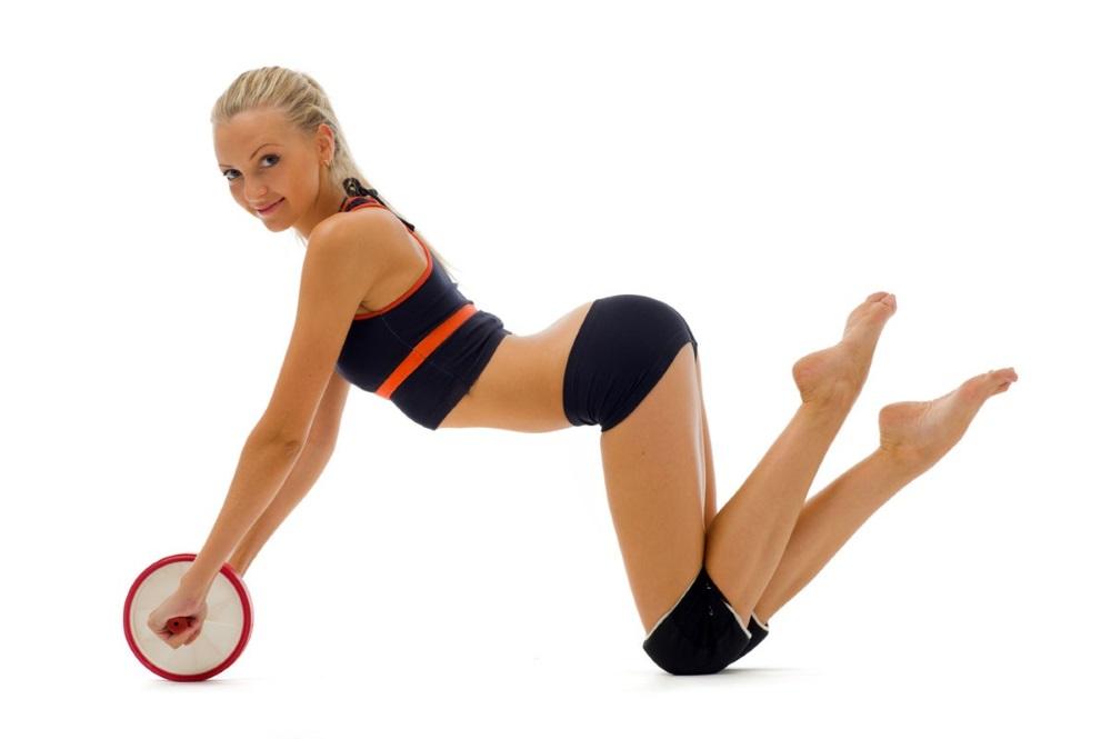 упражнение с роликом на коленях